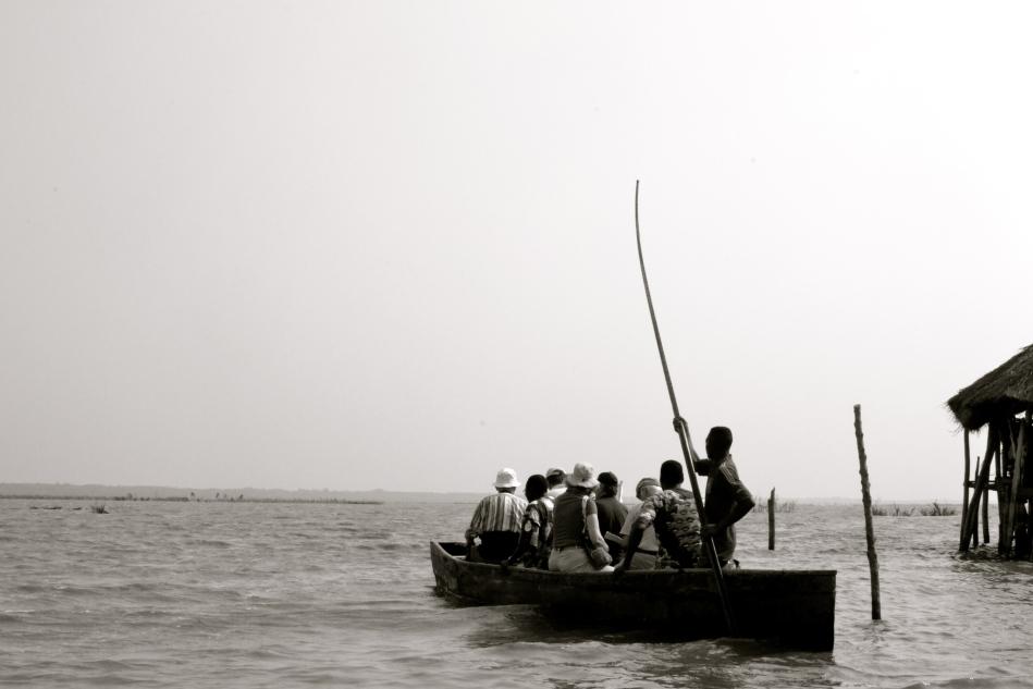 Qu'il est gai de voguer... sur le lac Ahémé...